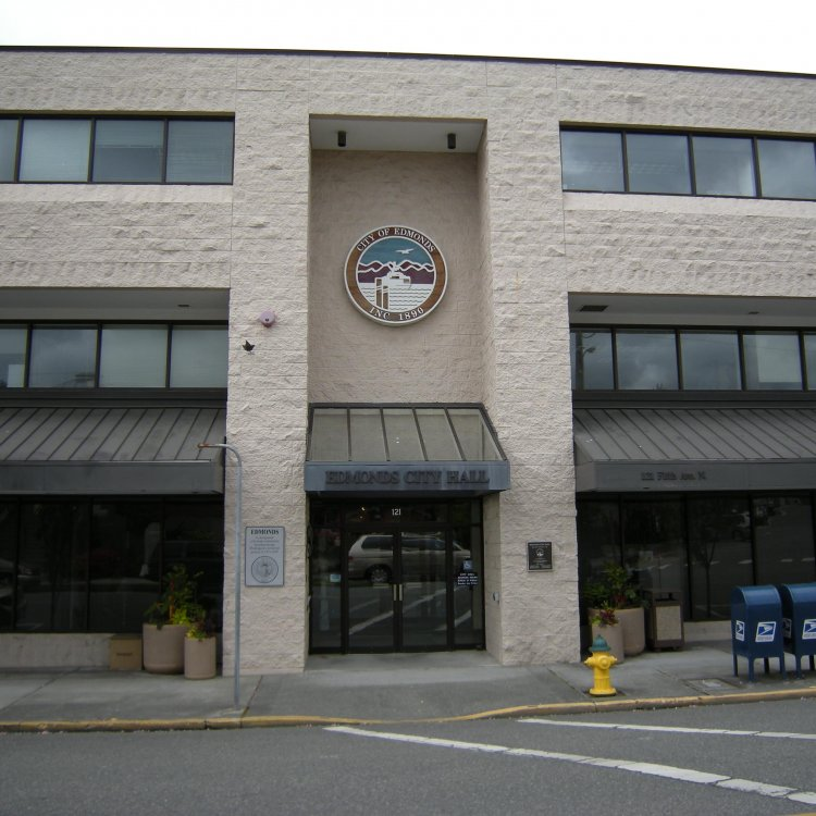 Edmonds City Hall. Photo Credit Joe Mabel, Wikimedia Commons